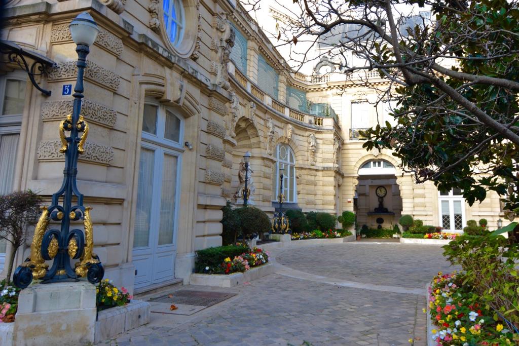 Leah Travels Living in Paris21